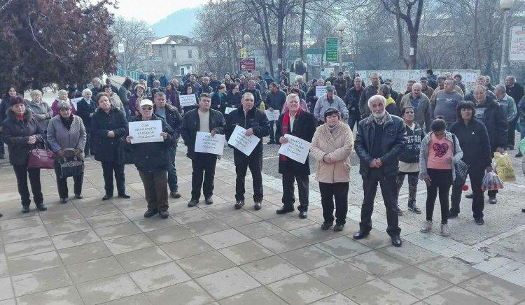 Жители от Девин и Доспат въстанаха срещу незаконното увеличаване на цената на водата в област Смолян