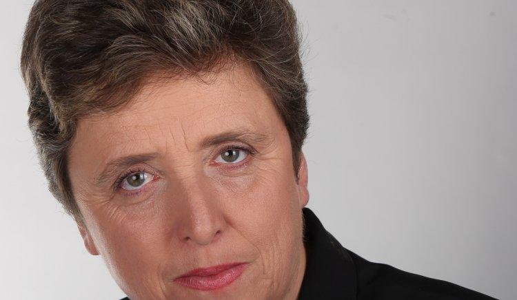 """Народният представител Дора Янкова се обърна към институциите с призив да се обединим и да запазим Родопския драматичен театър """"Николай Хайтов"""""""