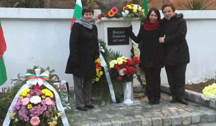Бюст- паметник на Левски в Малево